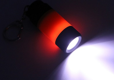 USB充電式ミニLEDライト点灯